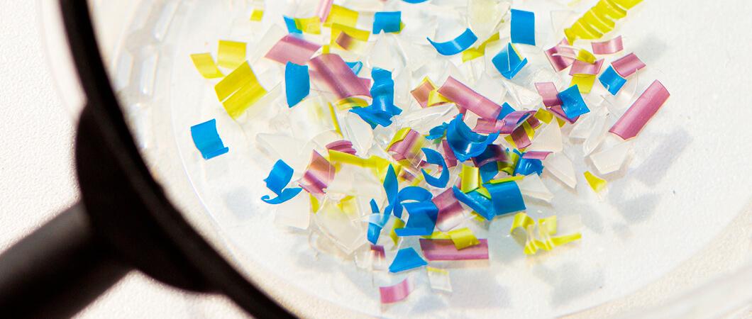 Mikroplastik wird herausgefiltet